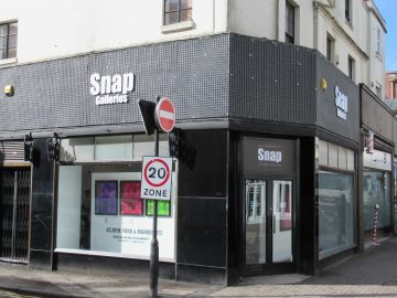 Frontage of Snap Galleries on Warwick St